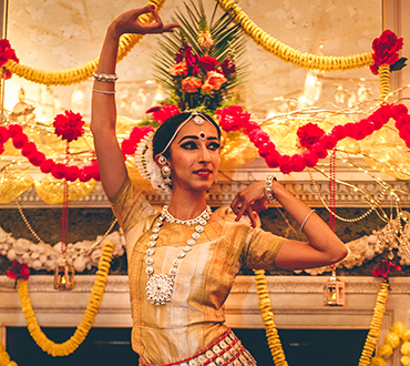 bollywood dancer at crown london aspinalls
